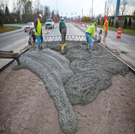 Примером таких проектов может служить строительство бетонных дорог, в которых большая часть локальной составляющей (зарплат). Они остаются для региона на десятки лет и повышают его экономический потенциал.