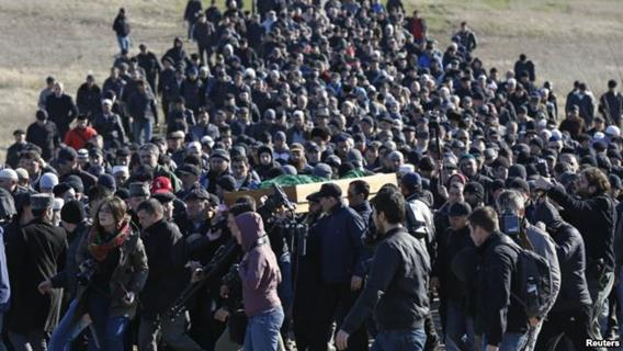 Grieving Crimean Tartars bury Reshal Ametov