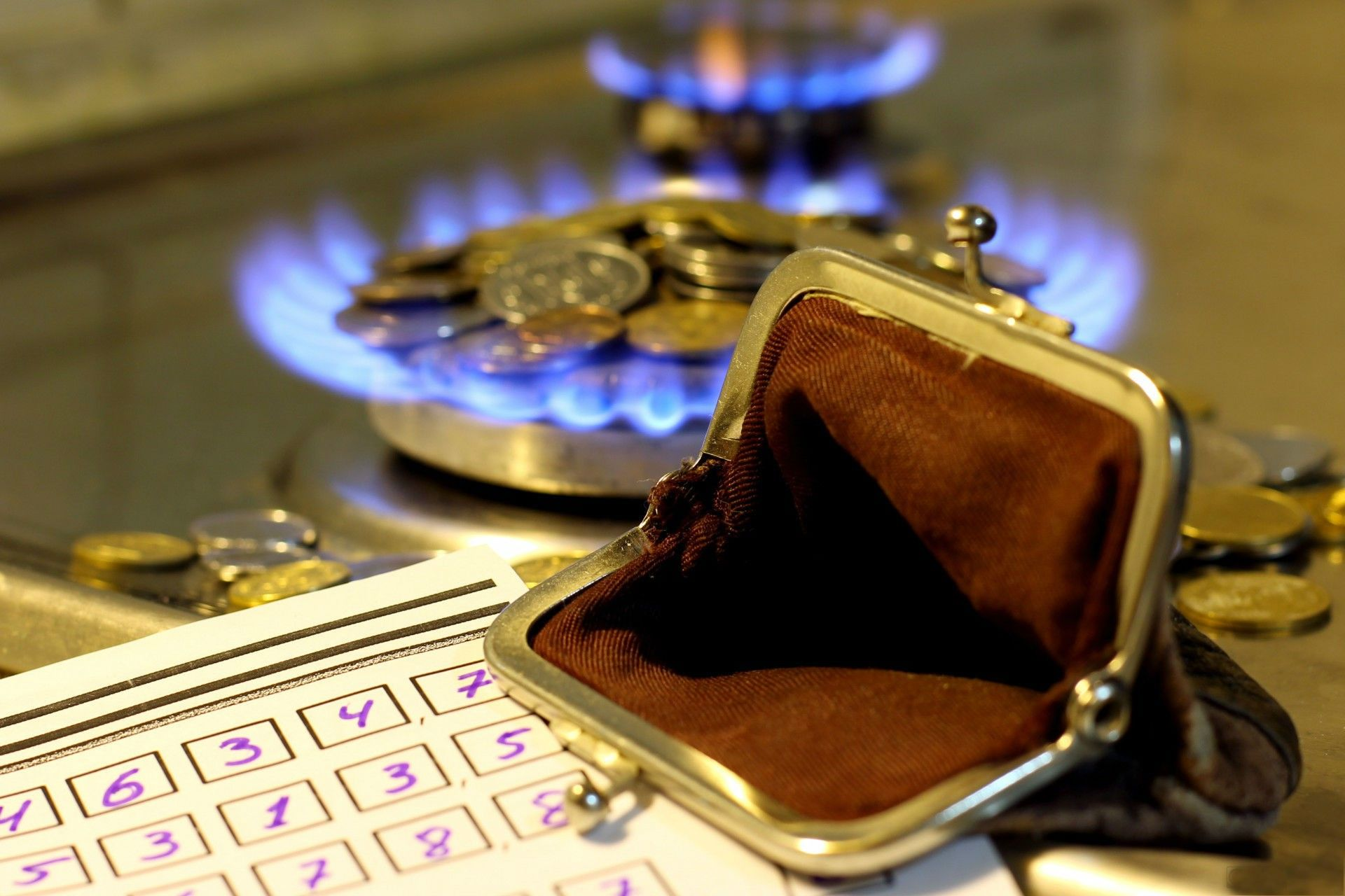 Ukraine should (not?) raise energy tariffs for babushkas!