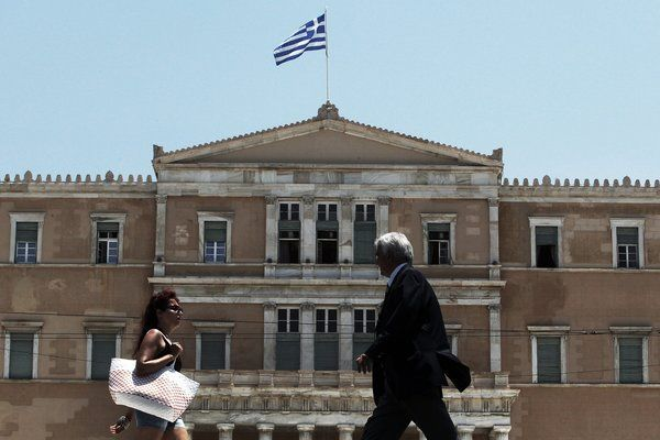 Греческая Трагедия: Как из Первого Мира Скатиться в Третий