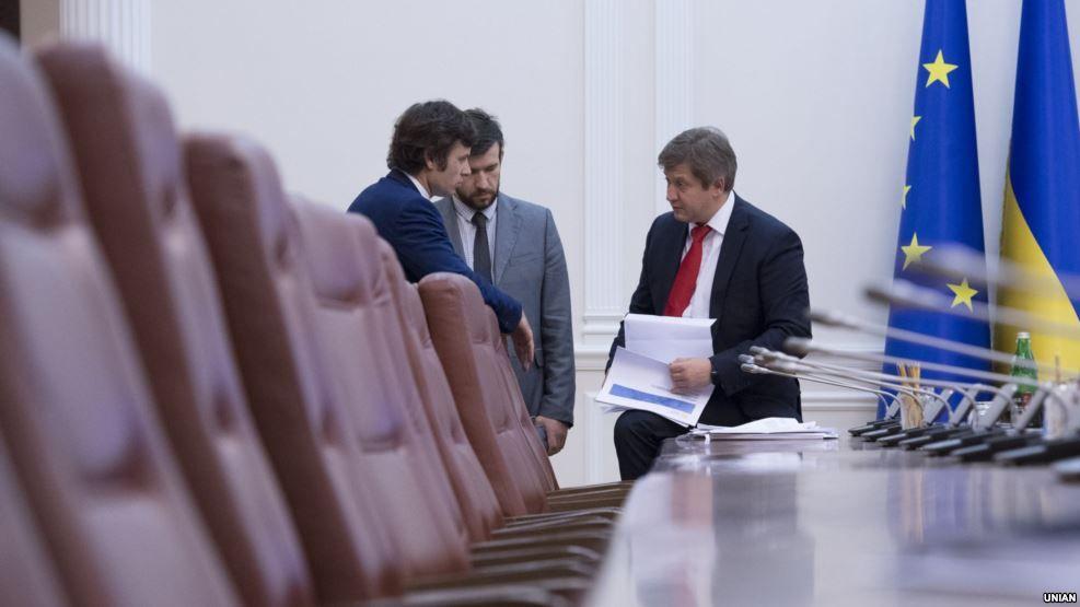 Шкура медведя. VoxCheck заявлений о бюджете-2017 и конфискации денег Януковича