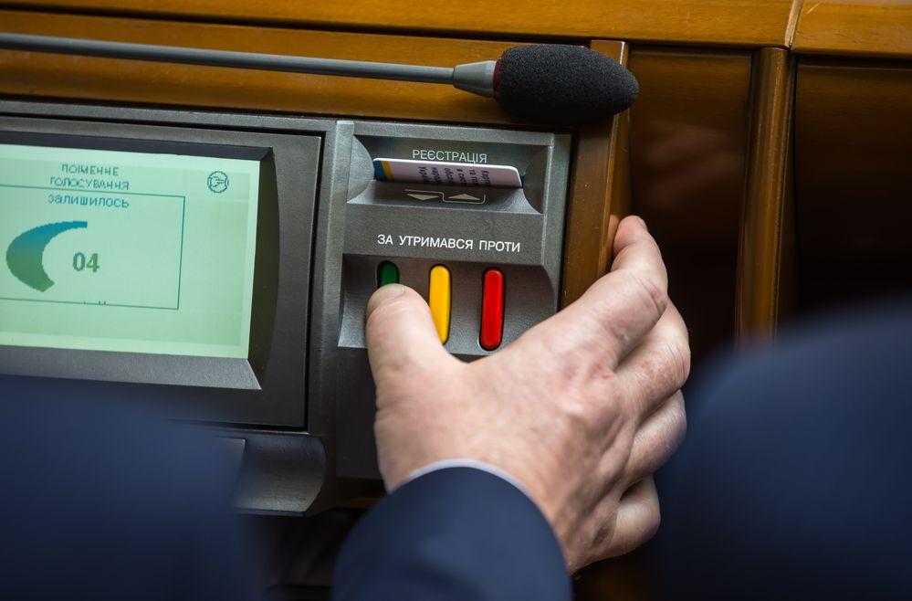Рейтинг депутатов: Как народные избранники отработали 5-yю сессию