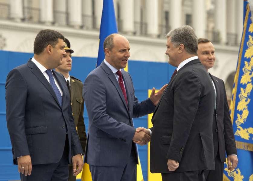 Президент-прем'єр-парламент: чи слід Україні змінити форму правління та Конституцію? Доповнено