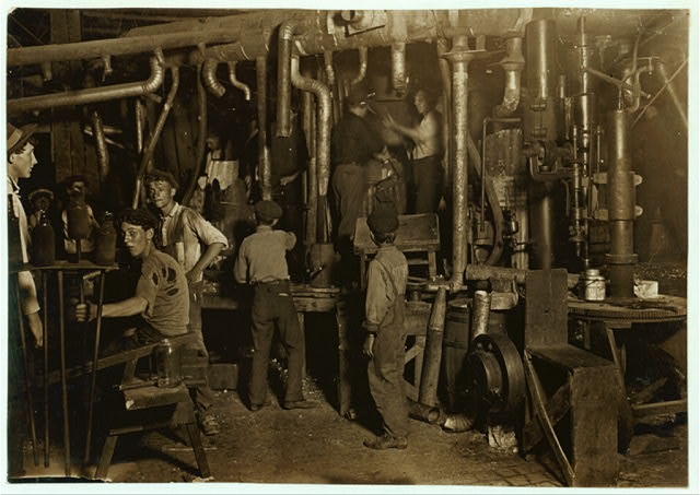 9 P.M. in an Indiana Glass Works, Aug. 1908. Location: Indiana.