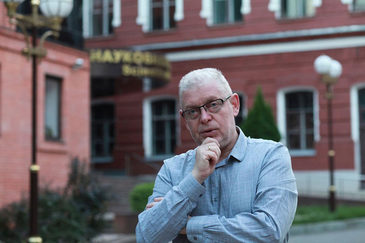 Як колишній ректор Харківського університету радіоелектроніки став грозою студентів-медиків