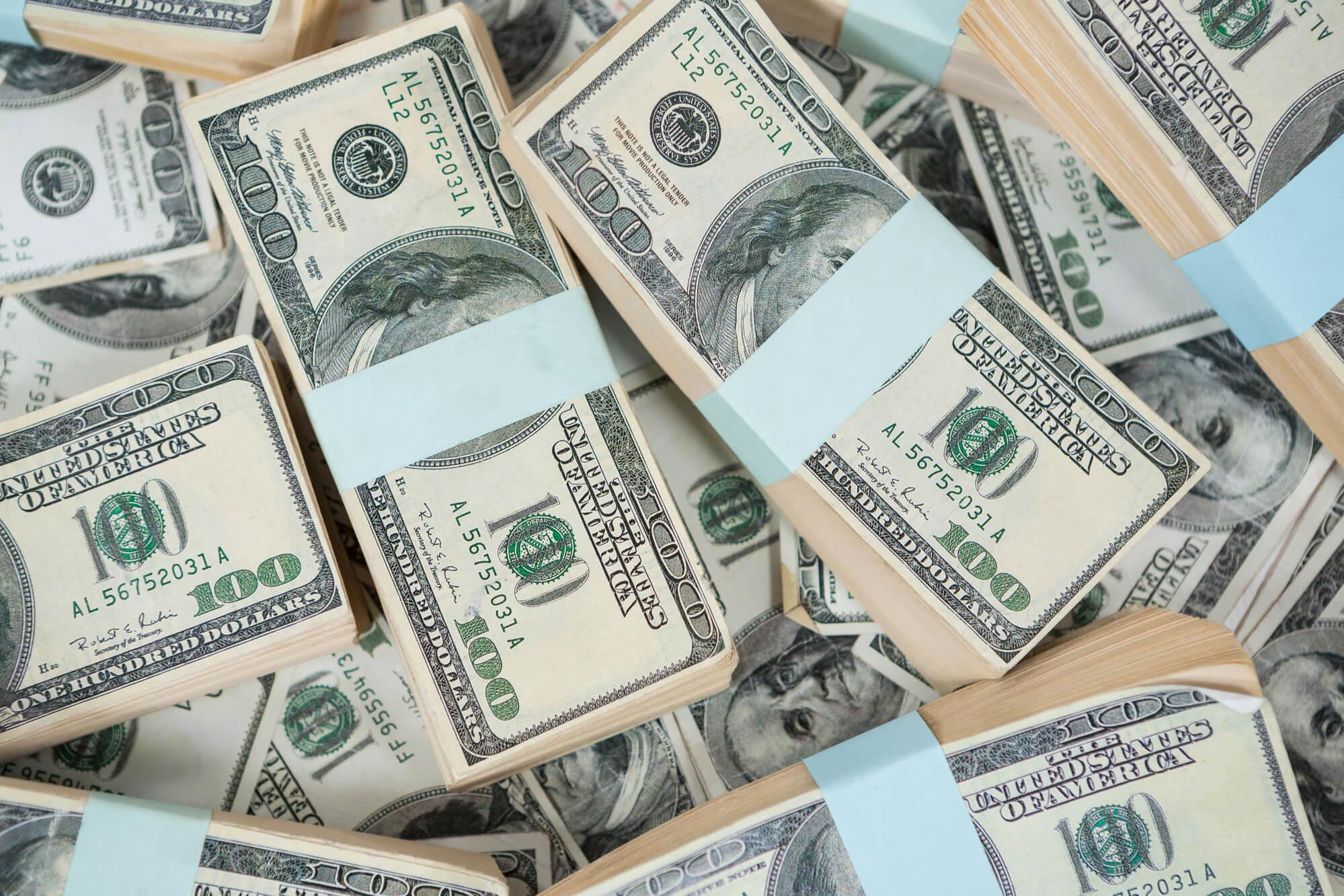 Перший місяць кризи: чи залишаються валютні резерви універсальною панацеєю?