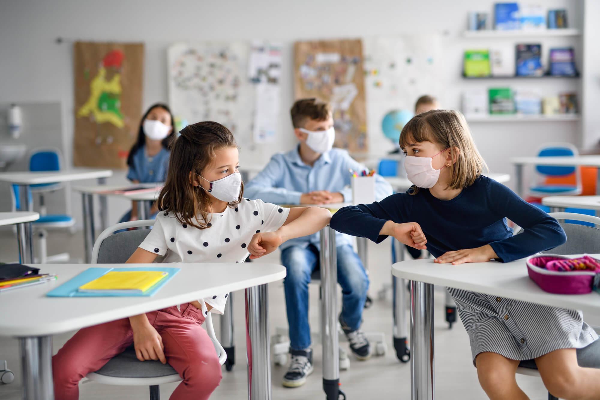 Інструкція для відкриття шкіл – у класних кімнатах, на екрані та на свіжому повітрі